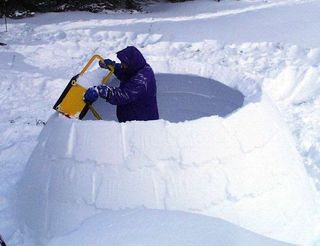 Backcountry-skiing-snow-shelter-sm